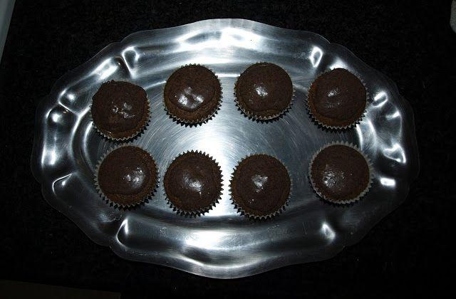 Cupcakes de oreo con cobertura de oreo.