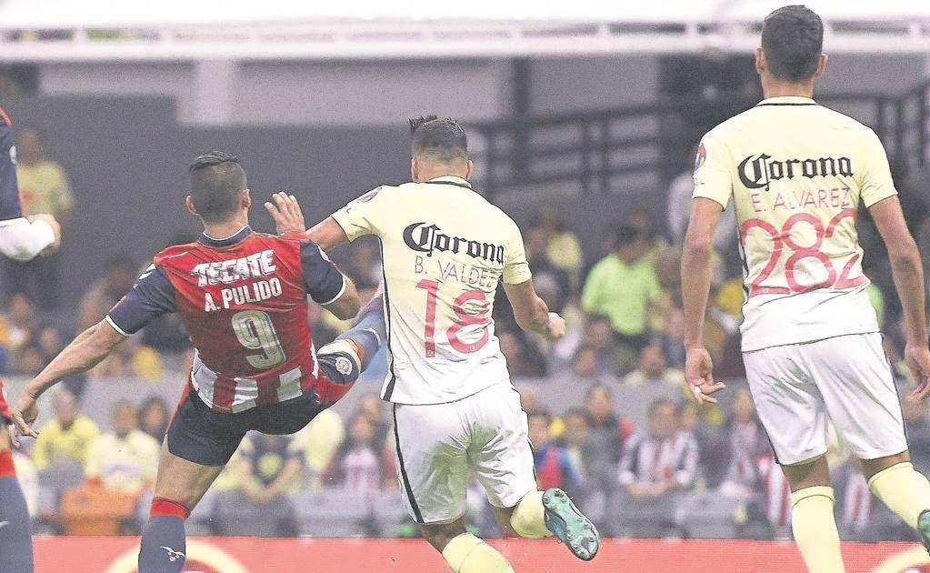 """Las acusaciones de """"robo"""" de Ricardo La Volpe hacia el arbitraje del pasado Clásico Nacional sólo sirven para encubrir las """"deficiencias técnicas y tácticas"""" que presentó el América, mismas que provocaron su eliminación de la Copa MX, de acuerdo con el ex silbante Arturo Brizio. El """"Bigotón"""" hizo énfasis en que el gol de empate de Chivas cayó en fuera de lugar. La convalidación de esa anotación derivó en la tanda de penaltis, en la que cayeron los azulcrema."""