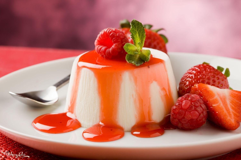 La Panna cotta, un dolce semplice realizzato da pochi ingredienti di base: panna, latte e zucchero. Per alcuni è stato inventato nelle ...