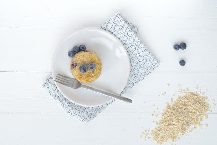 Mug Cake Met Havermout En Blauwe Bes Uit Pauline S Keuken Havermout Voedsel Ideeen Havermout Recepten