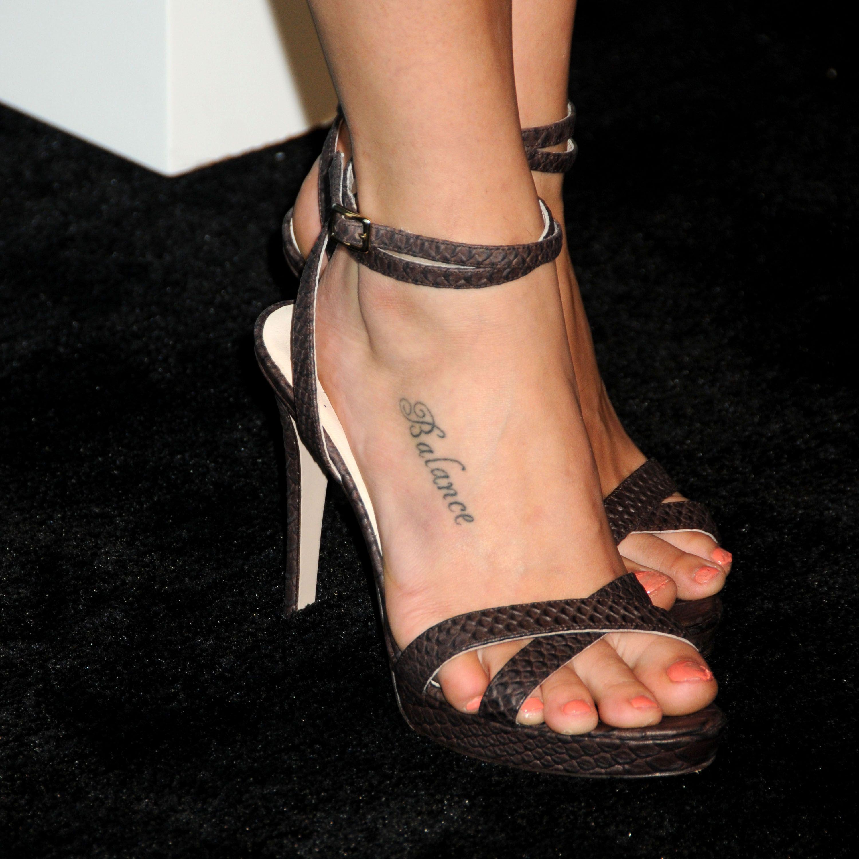 Phoebe Tonkin's Feet