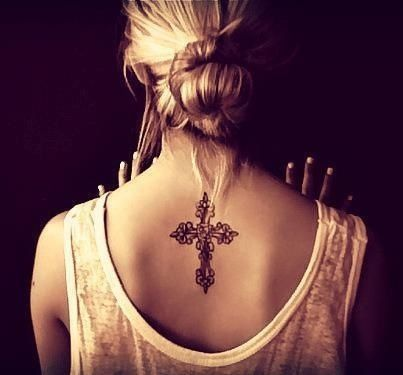 This Is Beautiful I D Never Do Something This Big But I Love The Cross She Chose Tatuajes Cuello Tatuaje De Cruz Tatuajes Femeninos Para La Espalda