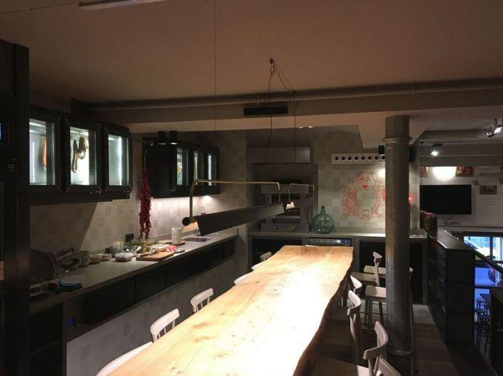 iluminacion para restaurante dos pebrots barcelona, Avanluce  #lamparasdetecho #lamparascolgantes #iluminacionrestaurantes #diseñorestaurantes