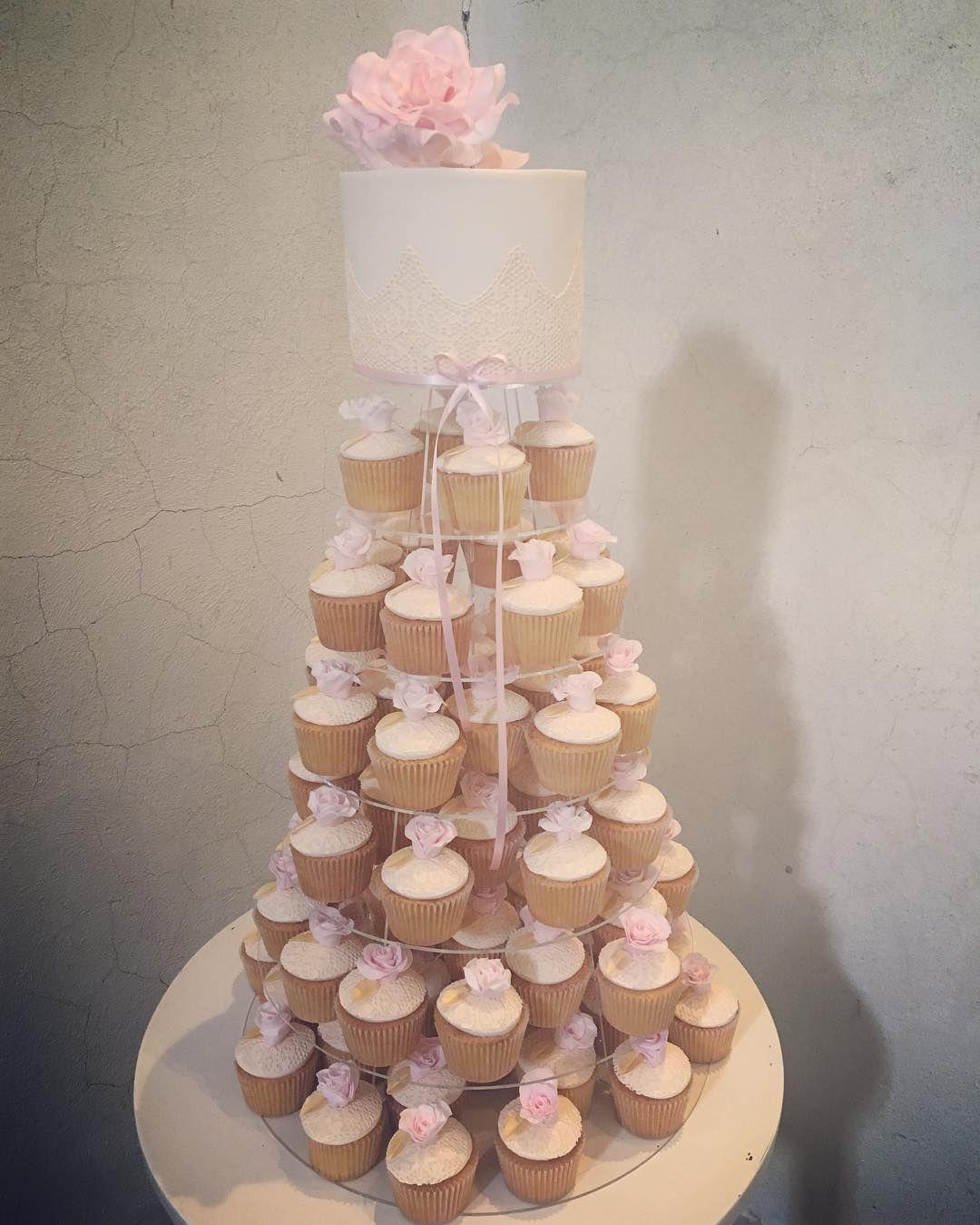 I loved creating this goldandblush cutting cake and cupcake tower