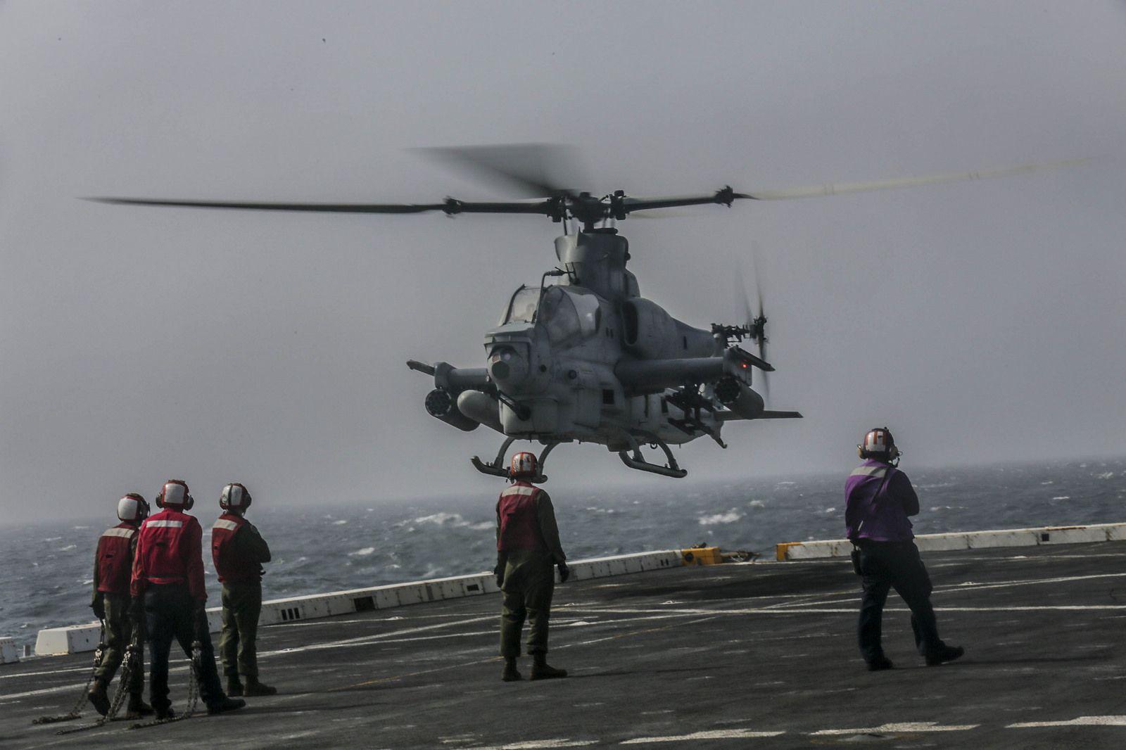 [스압] 미 해군 상륙함의 다양한 일상 - 유용원의 군사세계
