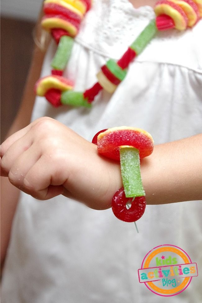 DIY Candy Necklaces. Yum! Yum!