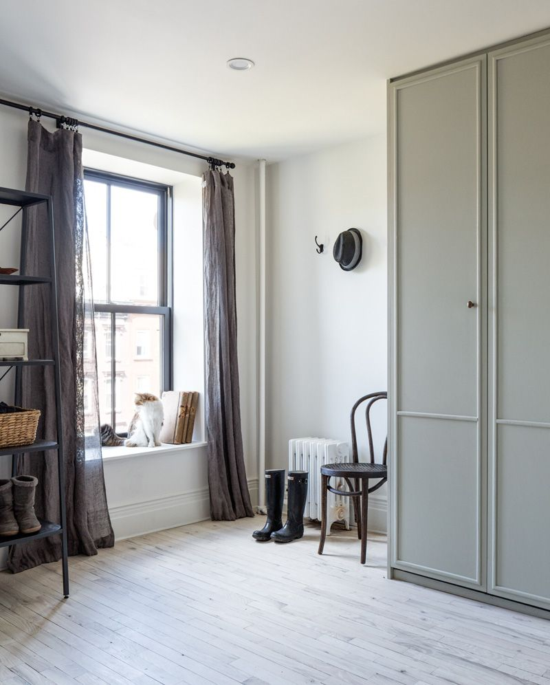 Pax Garderobe Lister A Uniquely Renovated Brooklyn Brownstone My New Home Ikea