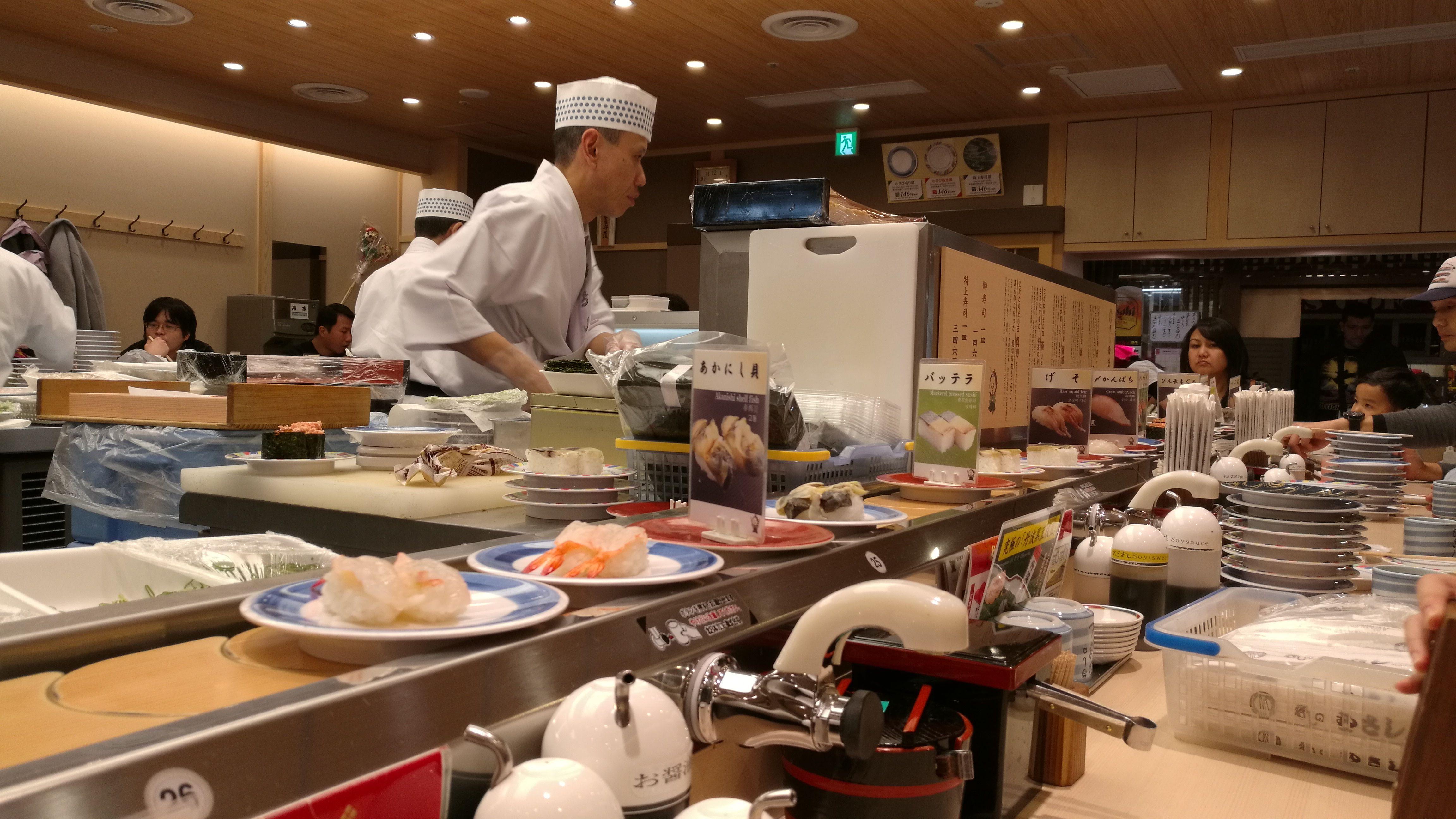 Restaurante rotatorio de sushi en Kioto