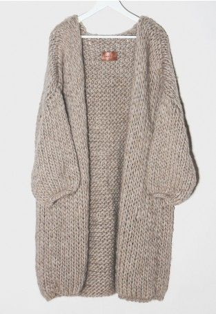 need to find a pattern like this-love the chunky yarn! | Knitting ...