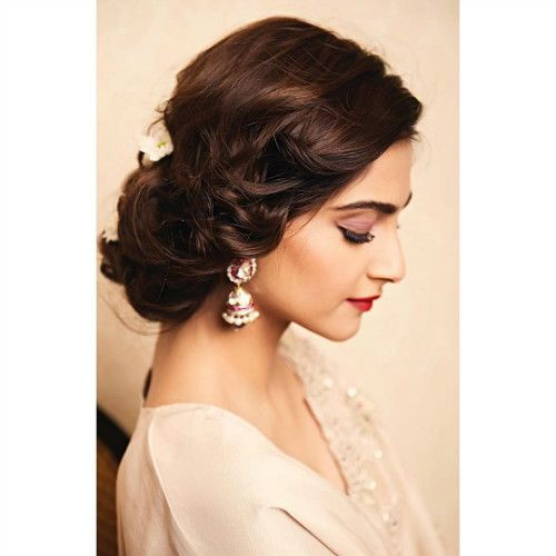 Best Sonam Kapoor Bun Hairstyles For Indian Wedding And Festive Season Indian Bun Hairstyles Indian Hairstyles Sonam Kapoor Hairstyles