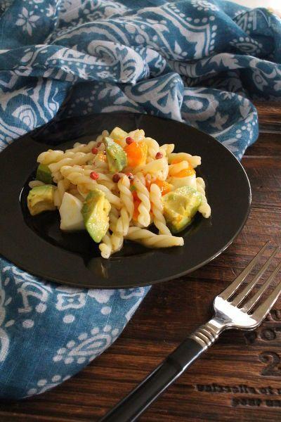 マヨは使わず、半熟玉子とアボカドのコクを活かしたサラダです。簡単おつまみに。
