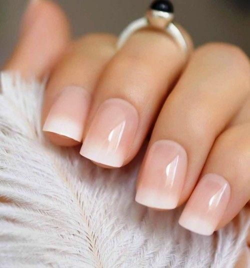 Babyboomer Nails es la nueva manicura francesa moderna corta ombre francés …