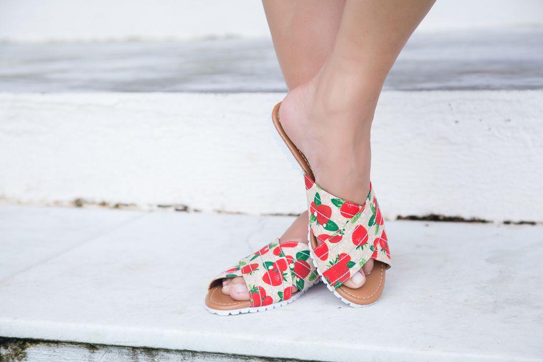 """f97f03993 721 curtidas, 17 comentários - Couro Fino Oficial (@courofino) no  Instagram: """" Delicadeza da cabeça aos pés com a nossa sandália de tiras."""