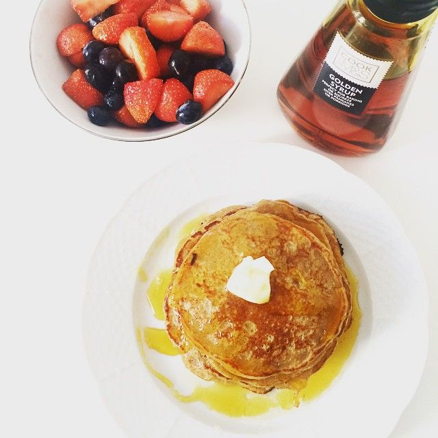 Sundays are made for #pancakes #sundayfunday #sundaymorning #brunch #organicfood @marksandspencer #syrup #berries