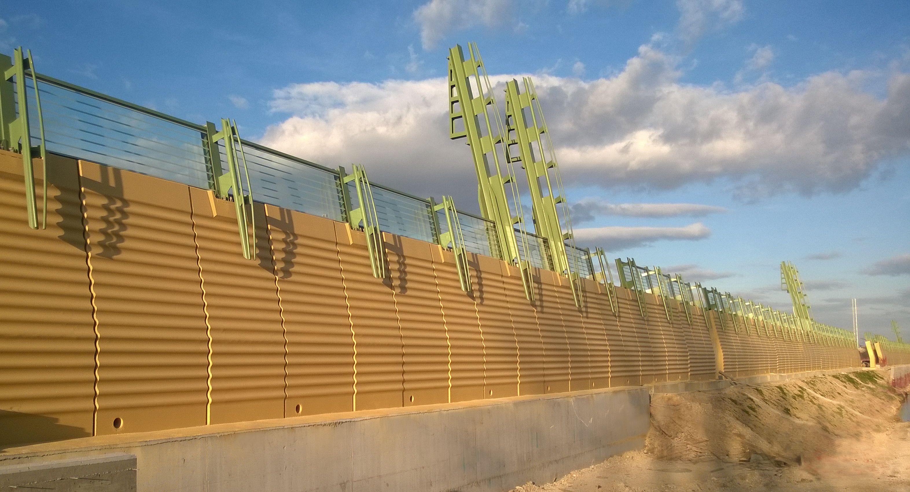 Nuova barriera antirumore ferroviaria con tipologico CIR HS in calcestruzzo e vetro stratificato