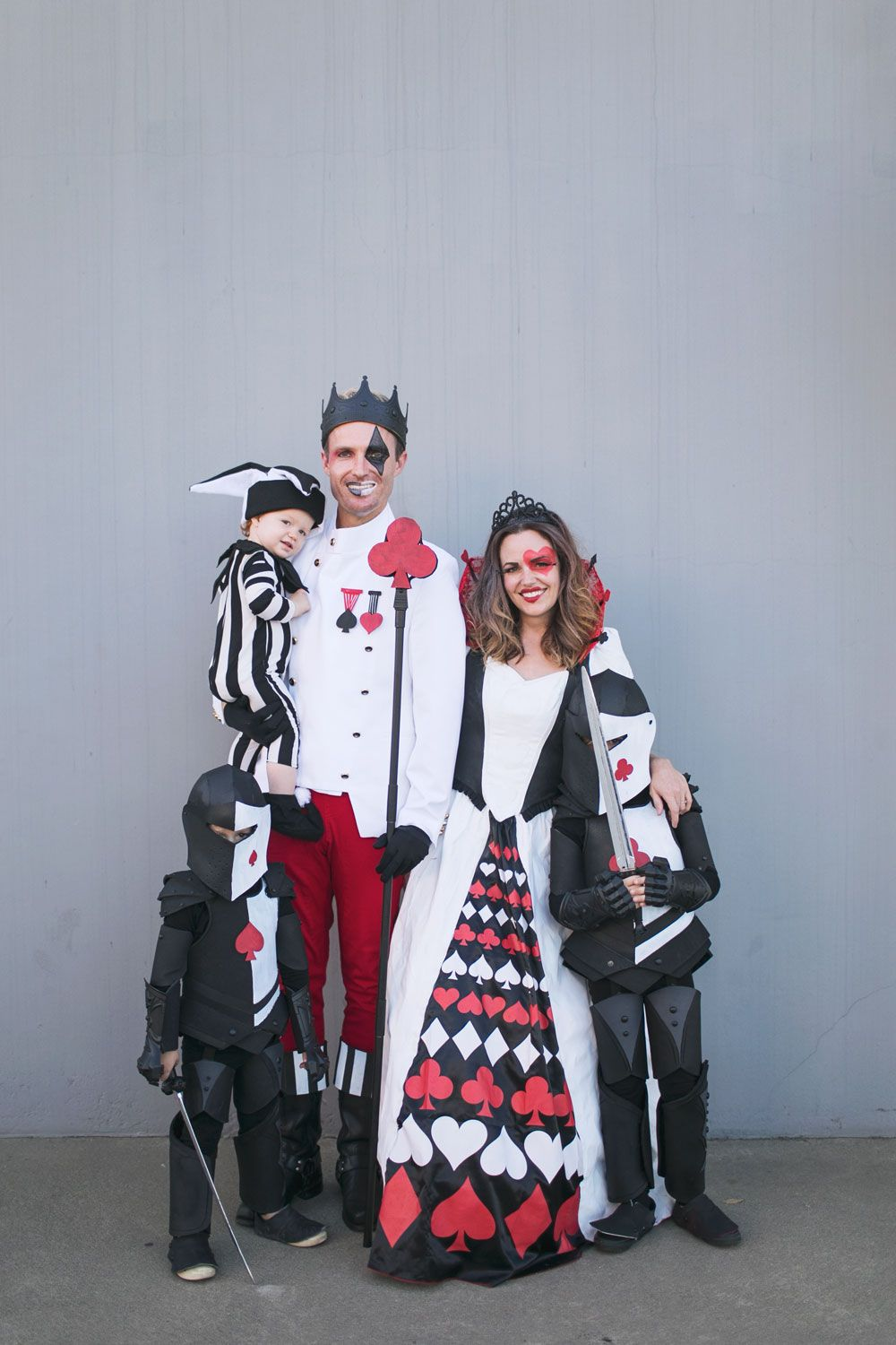 Diy Queen Of Hearts Family Costume Tell Love And Party Family Costumes Diy Costumes Card Costume