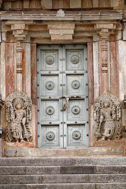 Puerta de entrada en el Sur de la India. © Inaki Caperochipi Photography