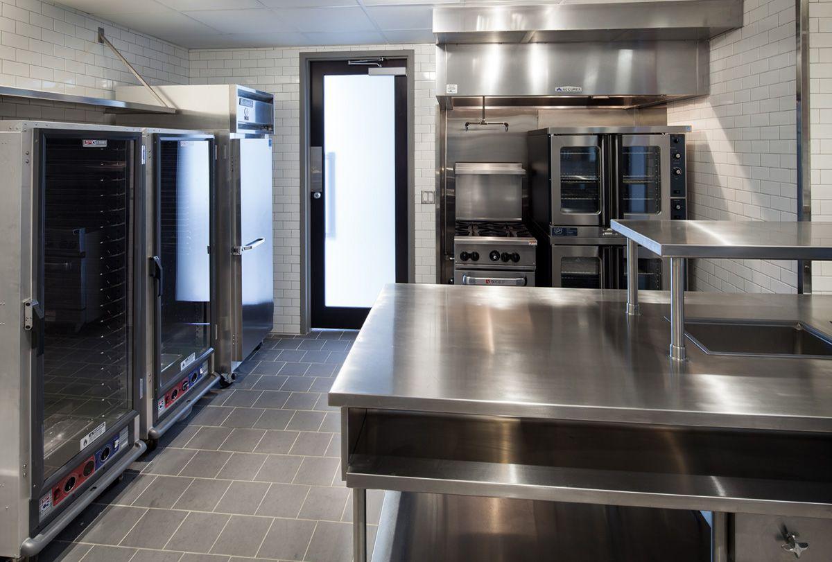 Pin By Sonia Gonzalez On 1400 Hi Line Amenities Luxury Kitchens Kitchen Kitchen Butlers Pantry