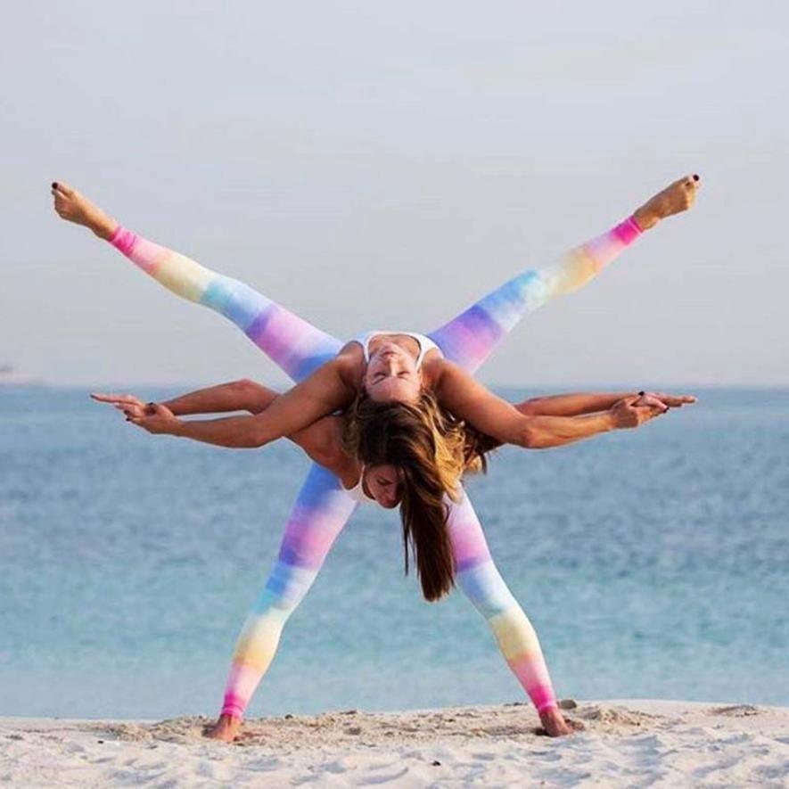 Divertidas Poses De Yoga Divertidas Poses De Yoga Yoga Poses For Two Yoga Challenge Poses Partner Yoga Poses