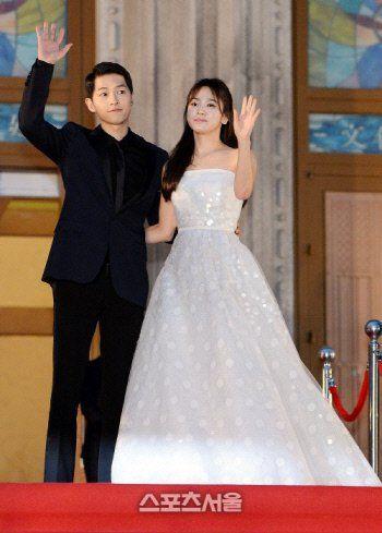 Song Hye Kyo And Joong Kis Families Meet Last Week Wedding Of