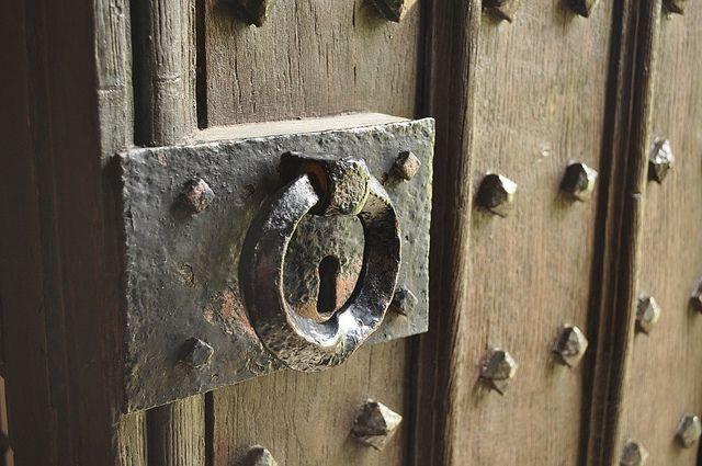 antique barn door pulls   5922863412_29d1ec942d_z.jpg - Wrought Iron Door Handle, Eltham Palace Eltham Palace, Door