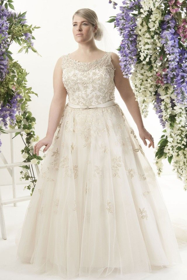 Look Stunning At Wedding In Plus Size | Wedding dress, Empire ...