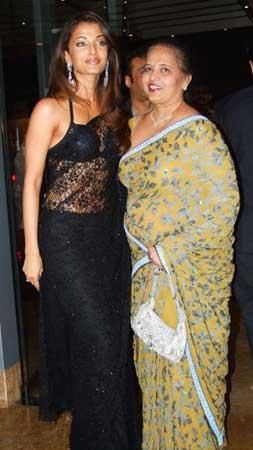 Aishwarya And Mom At Zayed S Wedding Bollywood Fashion Fashion Stylin