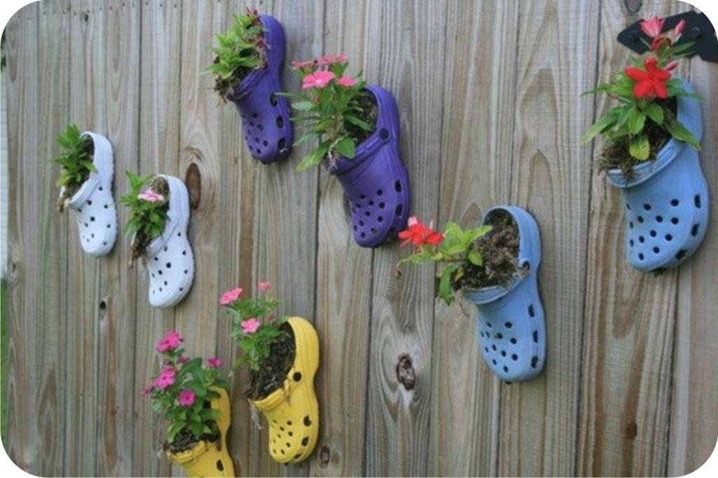 crocs reutilizado como vaso