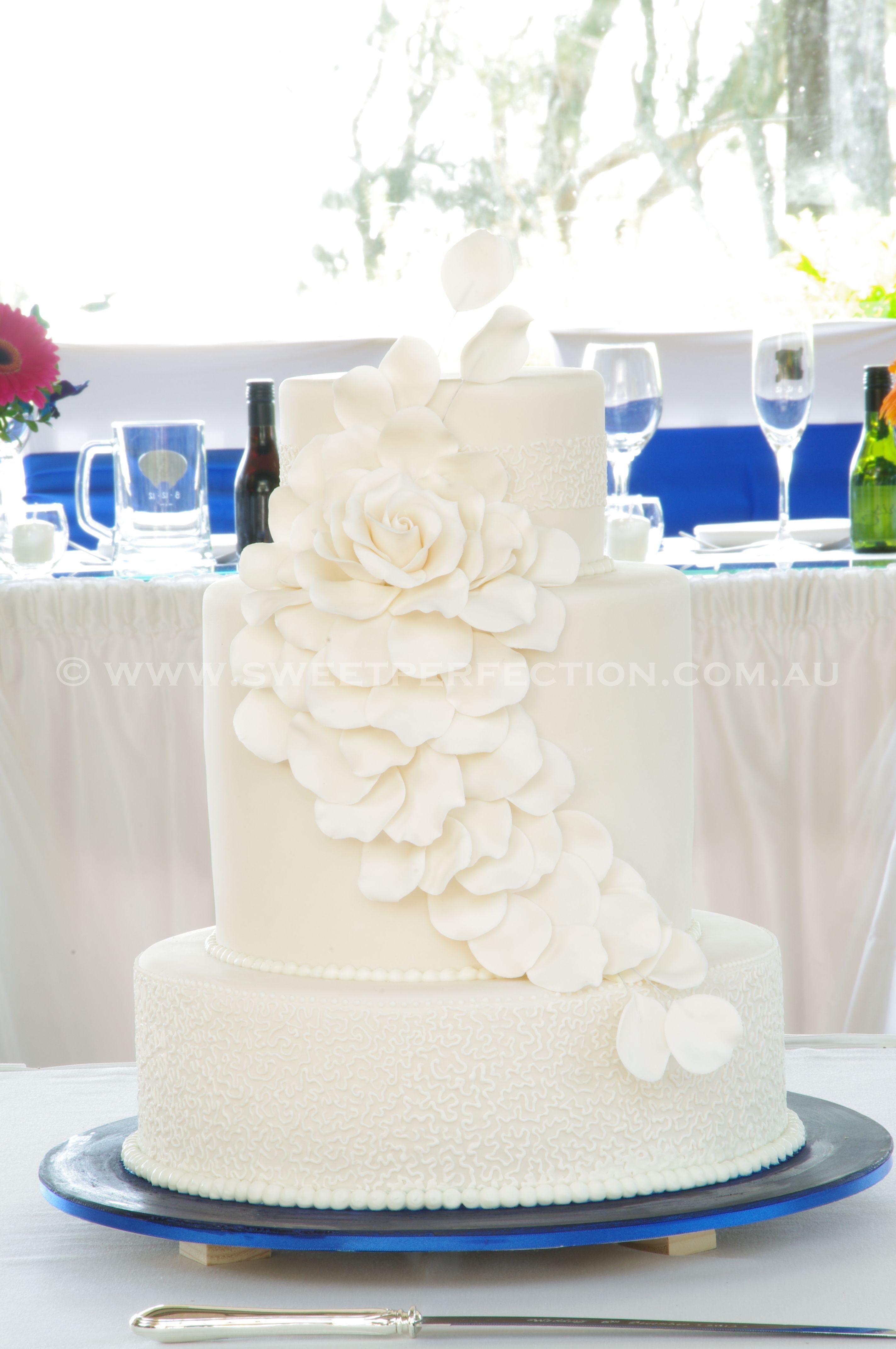 Mandy and Chris\' Wedding Cake - Rafferty\'s Resort, Cams Wharf, NSW ...