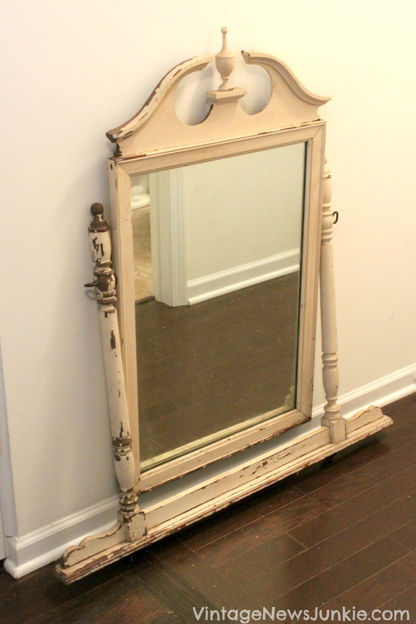 My FREE Upcycled Bathroom Mirror