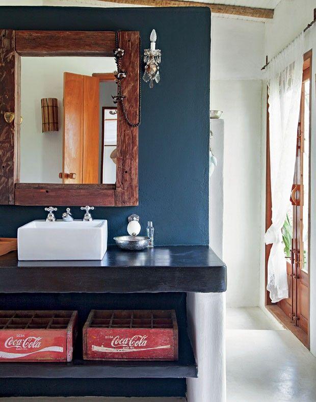 unique bathroom - coca cola!