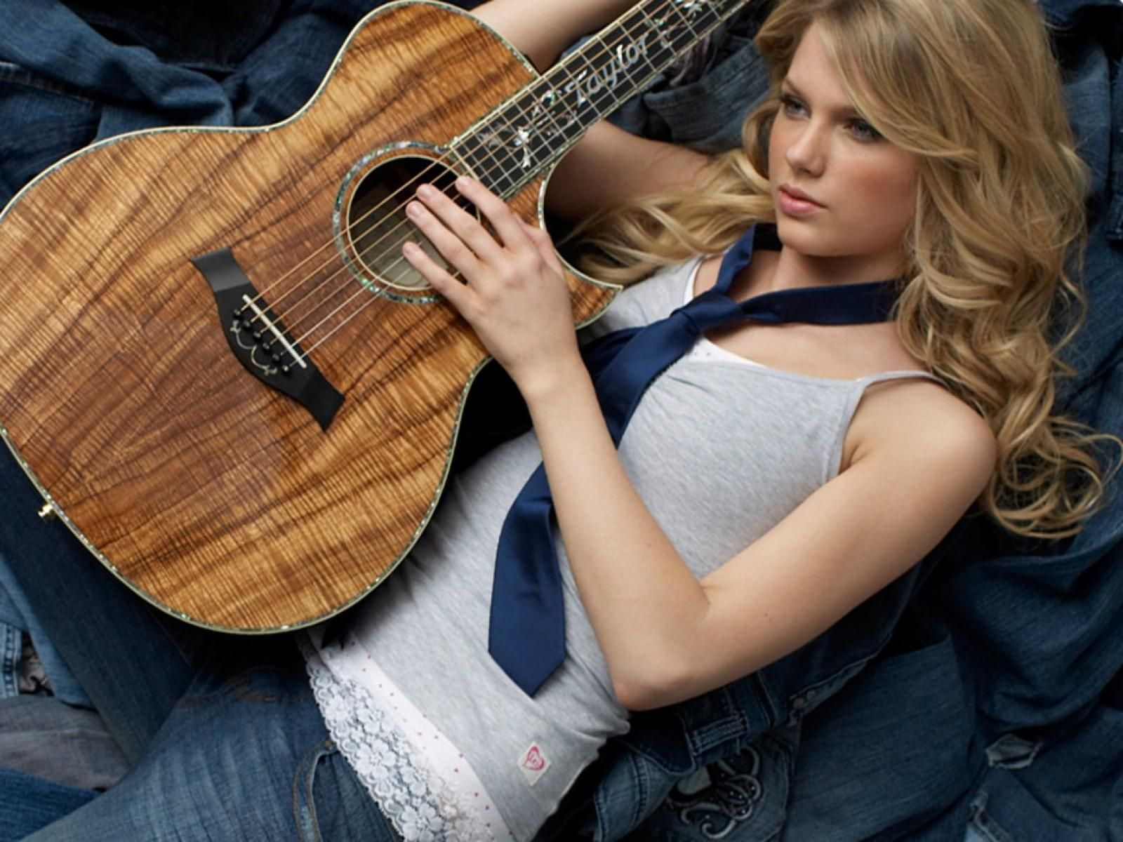 Taylor Swift has a Custom Taylor K14ce as part of a Taylor Guitars endorsement!!!!   O.O    ...I DO like her now.... n_n