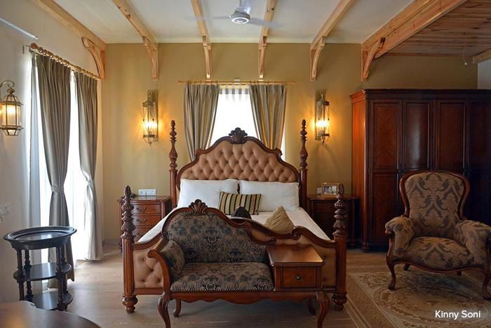 indulge in an old world opulence of royal grandeur! wooden rafters, Badezimmer