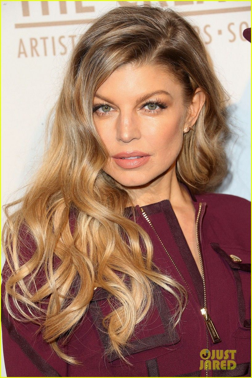 Fergie Casual Long Layered Hairstyle photo