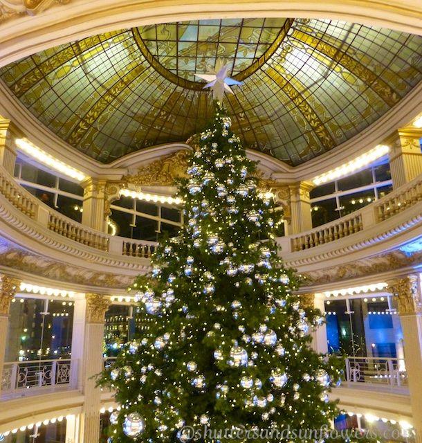 Neimanmarcus Christmas.A Stunning Christmas Tree In Neiman Marcus San Francisco