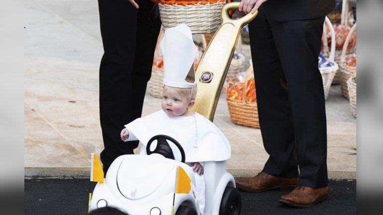 Barack obama  sc 1 st  Pinterest & Barack Obama fascinado con un mini-papa en los festejos de ...