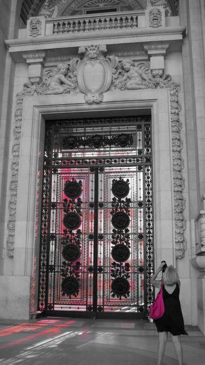 * Tongue in Cheek * - Pink at the Grand Palais