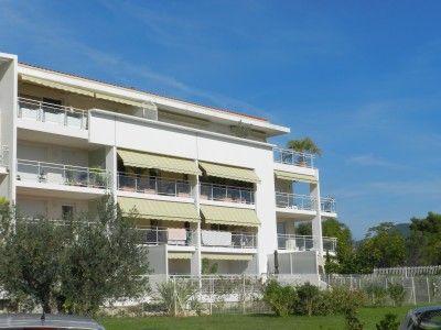 LA CIOTAT: Quality top floor apartment with sea views.  €500,000/£417,050