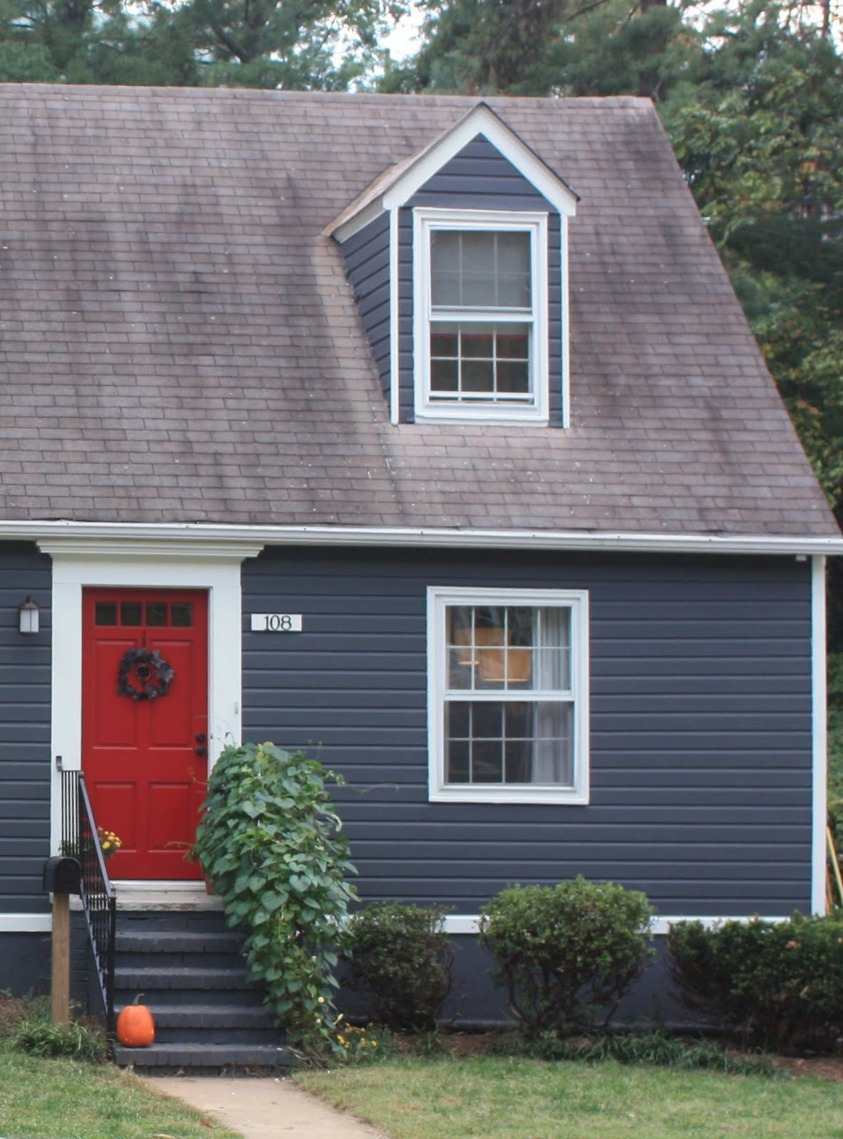 Dark gray house with blue door google pinterest dark gray houses grey for Blue grey exterior house paint