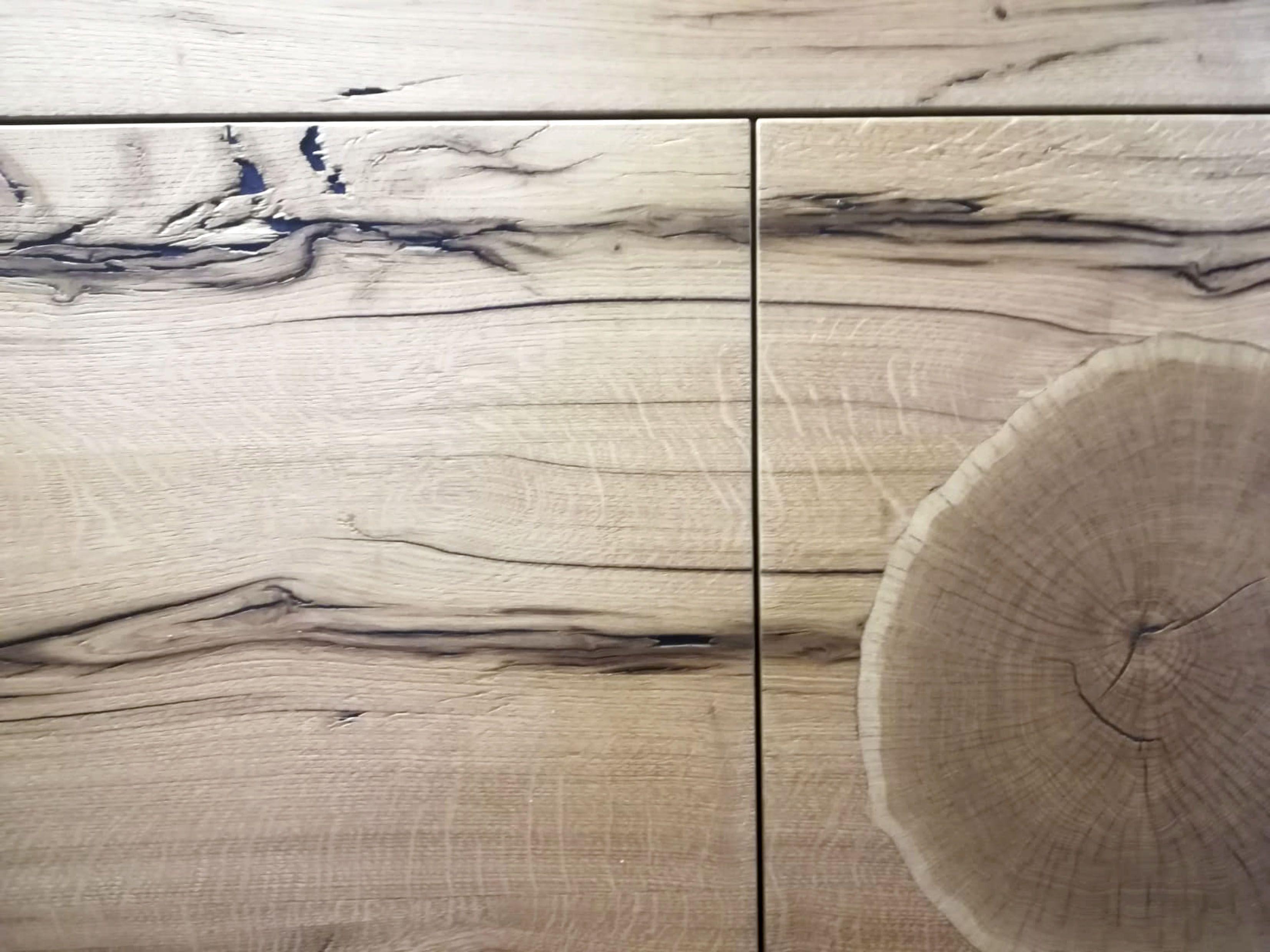 Design Mit Viel Kopfchen Technisch Gesehen Wird Bei Dieser Spannenden Edelfurnier Variante Nur Der Schnittwinkel Verandert Opt Mit Bildern Holz Furnier Rechteck