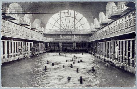 histoire de la piscine musee grand bain vue de nuit. Black Bedroom Furniture Sets. Home Design Ideas