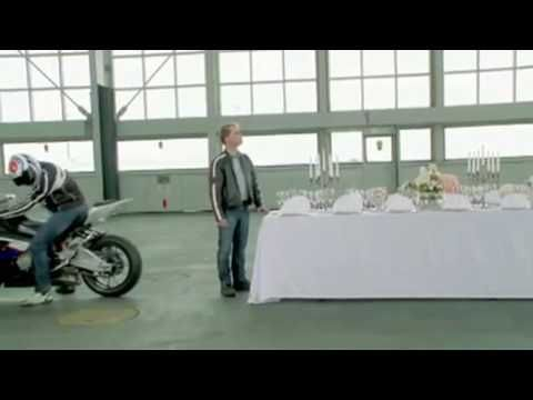 Tablecloth Trick I Know This One Is Fake But The Kids Will Like It Old Things Table Cloth Bmw S1000rr