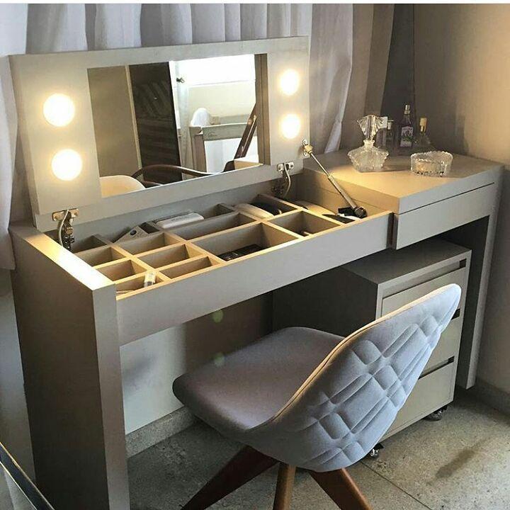 Inspiracao Mesa Com Tampa Basculante Para Esconder Os Nichos Iluminacao E Espelho O Sonho De Grande Parte Das Mulheres E Te Home Decor Home Bedroom Design