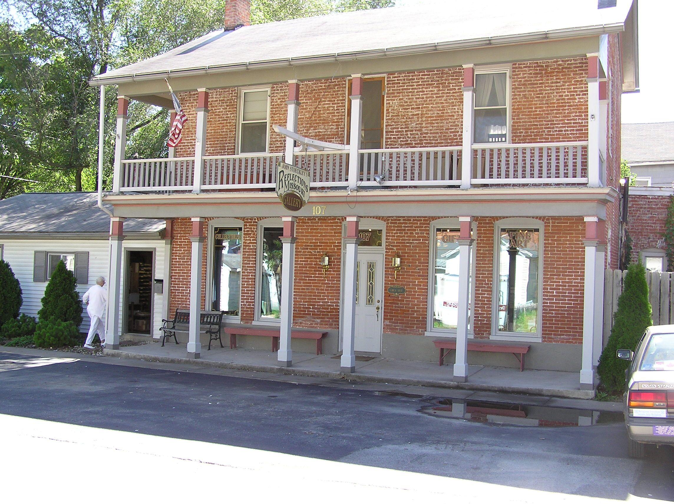 Former Carriage House Louisiana Mo Historic Homes Outdoor Decor Outdoor Structures