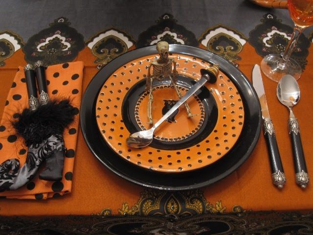 Cool Halloween table setting/tablescape! #halloweentablescape - halloween party ideas for adults decorations