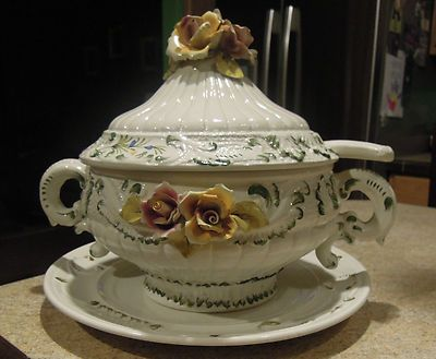 Vintage italy soup tureen vintage capodimonte porcelain flower vintage italy soup tureen vintage capodimonte porcelain flower soup tureen made in italy huge thecheapjerseys Images