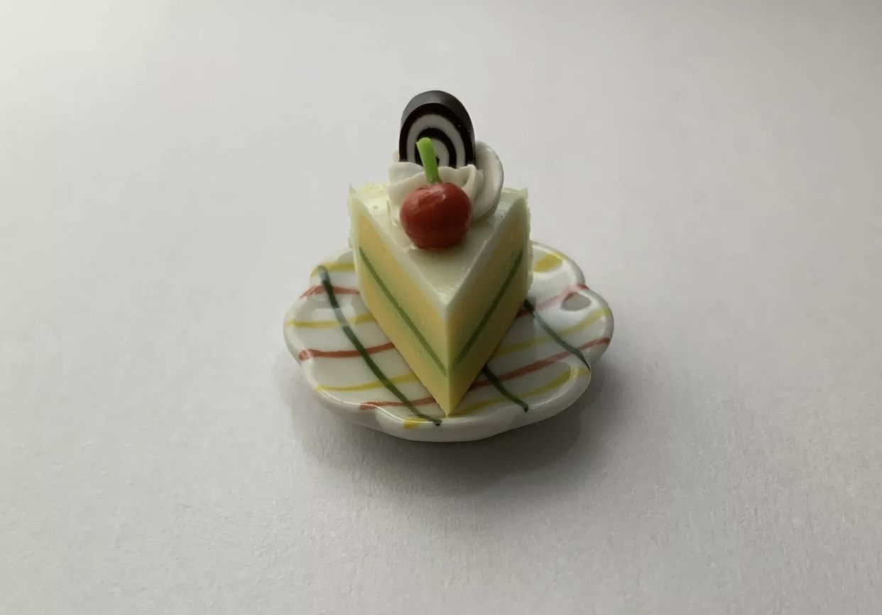 Barbie Doll 1:6 Kitchen Food Miniature Cake with Slice and Plate