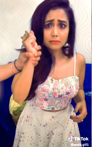 Neha Kakkar Lip Sync On Nikle Currant Tik Tok Video Neha Kakkar Songs About Girls Star Girl