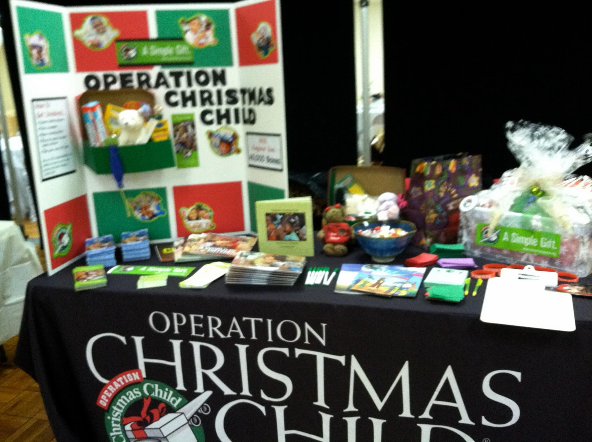 Operation Christmas Child Shoebox Display.Occ Nw Pennsylvania S Display Love The Shoe Box On The