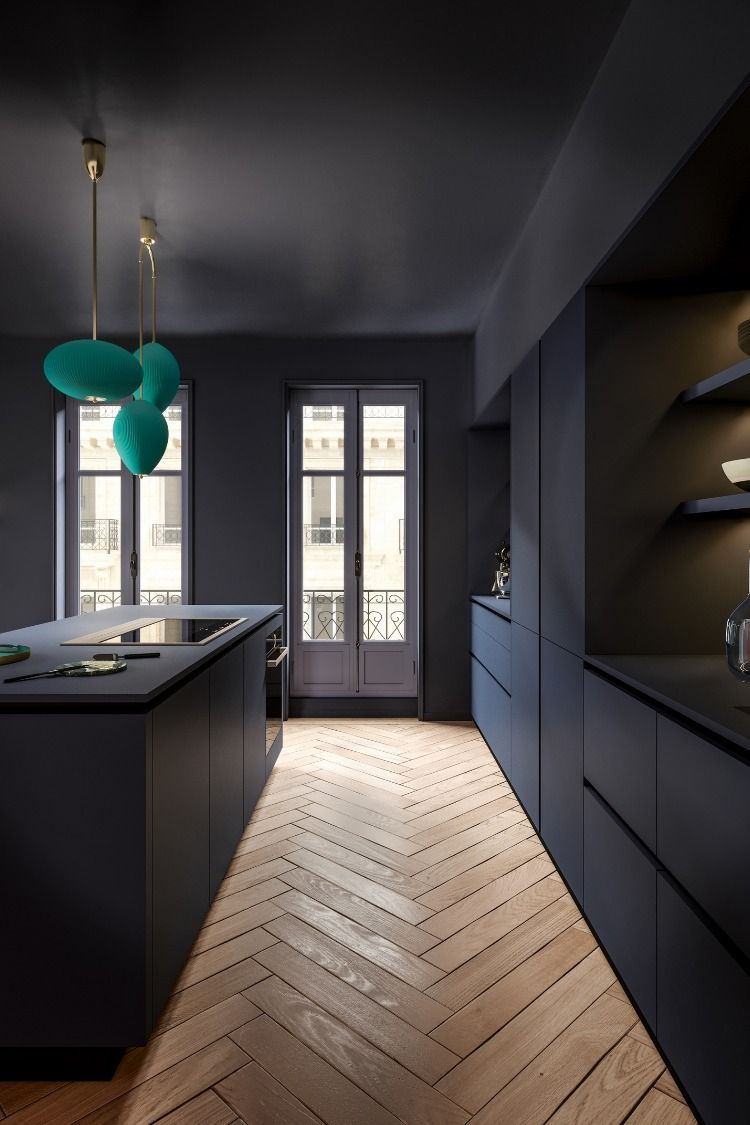 Une Coction Bleutee Tel Un Dereliction Charmant Pendant Lequel Un Necessaire Haussmannien Une Coction B En 2020 Cuisine Moderne Cuisines Design Cuisine Design Moderne